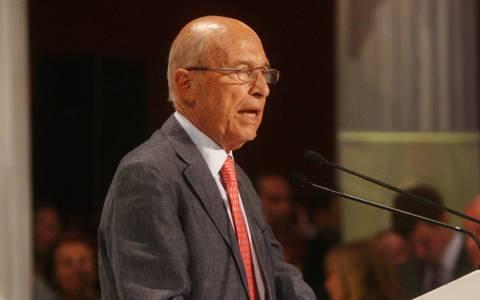 Σημίτης προς Τσίπρα: Μην περιοριστείς σε αψιμαχίες για την αμφισβήτηση υποχρεώσεων