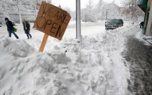 Πραγματική μάχη με το χιόνι στη Μασαχουσέτη