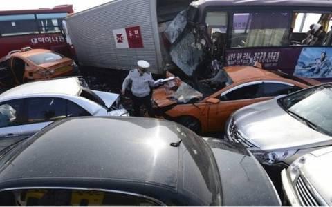 Νότια Κορέα: Δύο νεκροί σε καραμπόλα 100 αυτοκινήτων (photos)