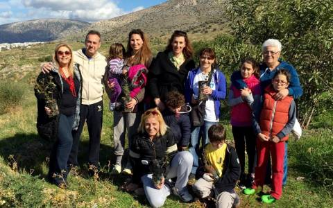 Έλληνες Ολυμπιονίκες στη Δενδροφύτευση, στους πρόποδες του Υμηττού, στην Άνω Γλυφάδα