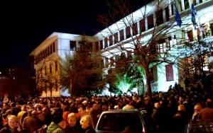 Ιωάννινα: «Βούλιαξε» η πλατεία από τους διαδηλωτές
