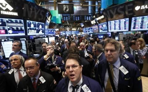 Μεικτές τάσεις στη Wall Street με το μυαλό στο Eurogroup