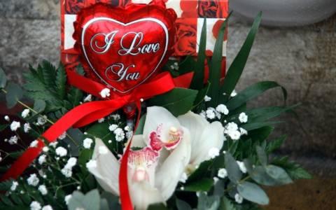 Λουλούδια και «50 αποχρώσεις του Γκρι» για του Αγίου Βαλεντίνου