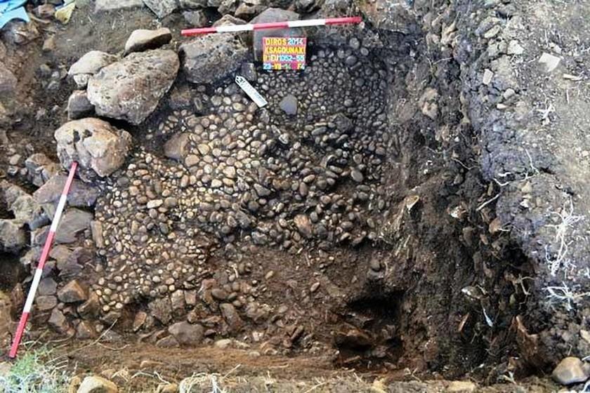 Μεσσηνία: Σπανιότατη ταφή εναγκαλισμού άνδρα και γυναίκας στον Διρό (photos)