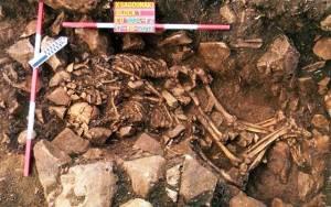 Σπανιότατη ταφή εναγκαλισμού άνδρα και γυναίκας στον Διρό (photos)