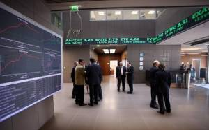 Η πολιτική οδηγεί το Χρηματιστήριο ψηλά και τα ομόλογα χαμηλά