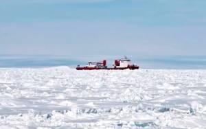 Επιχείρηση απεγκλωβισμού αλιευτικού από την Ανταρκτική (vid)