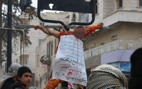 ISIS: Δημόσια εκτέλεση υπόπτων για κατασκοπία στη Συρία (photos)