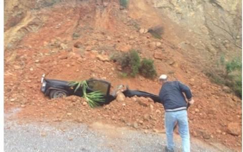 Αυτοκίνητο καταπλακώθηκε... από βουνό στην Κρήτη