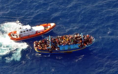 Πλεούμενα με μετανάστες εντοπίστηκαν νότια της Λαμπεντούζα