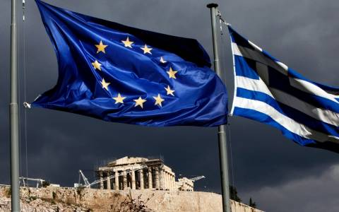 Guardian: Η Ελλάδα δεν πρέπει να γίνει μία νέα Lehman Brothers