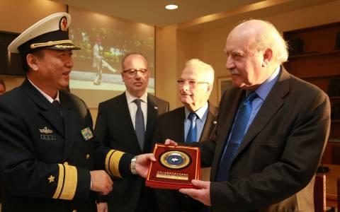 O ναύαρχος Zhang Chuanshu του ΠΝ της Κίνας στον Πειραιά