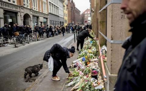 Κοπεγχάγη: Σε μυστική τοποθεσία ο Βιλκς - Με λουλούδια συγχωρούν το δράστη (video)