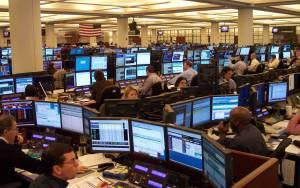 Οι αγορές πέφτουν το ευρώ κερδίζει