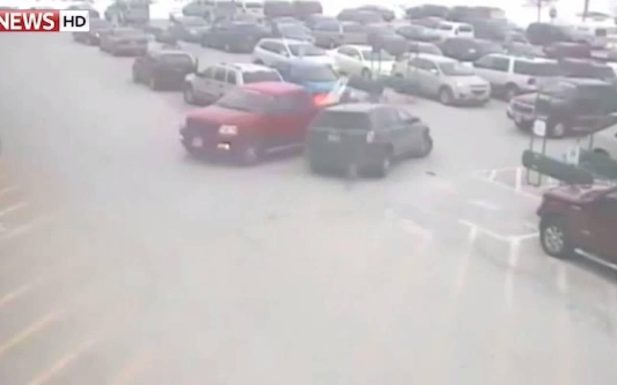 ΗΠΑ: Οι μανούβρες ενός 92χρονου οδηγού που προκάλεσαν χάος! (video)