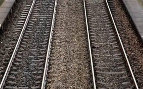 Ινδία: Νεογέννητο έπεσε στις ράγες του τραίνου και επέζησε