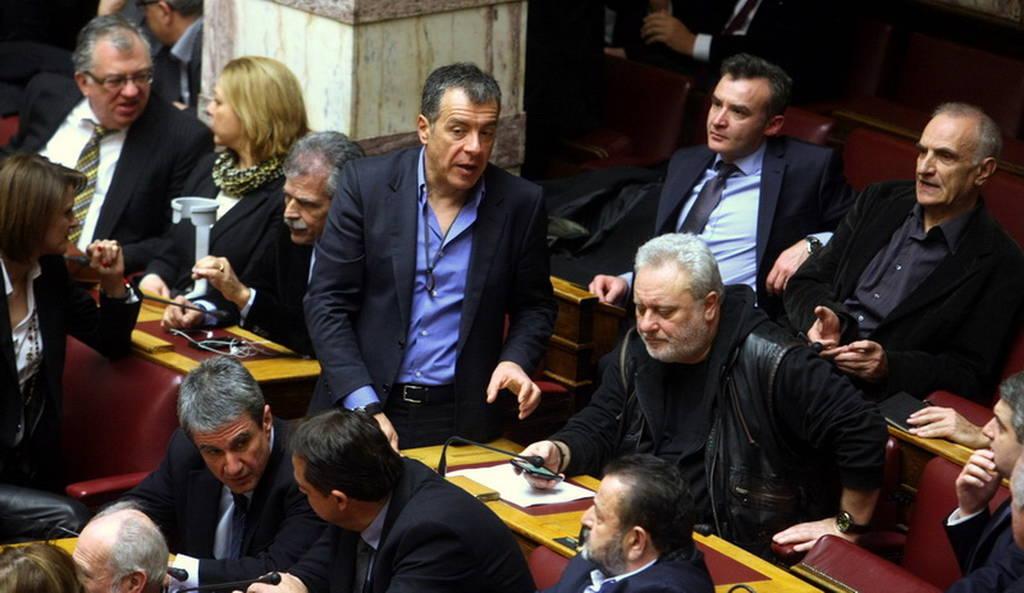 Η ατμόσφαιρα στη Βουλή κατά τη ψηφοφορία για την ανάδειξη του νέου ΠτΔ (pics)
