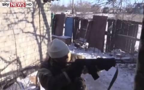 Ουκρανία: Εν μέσω σφοδρών μαχών τηλεοπτικό συνεργείο (video)