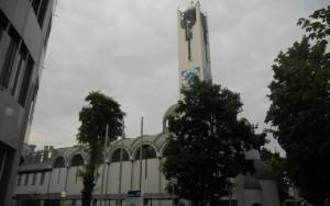 Ένα κερί για το μέλλον της Ελλάδας ανάβει στο ναό Αγίων Πάντων στο Μόναχο