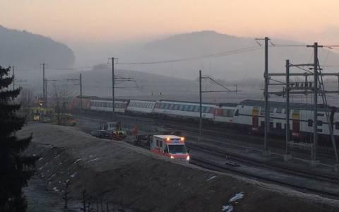 Ελβετία: Σύγκρουση δύο τρένων - Αναφορές για 49 τραυματίες