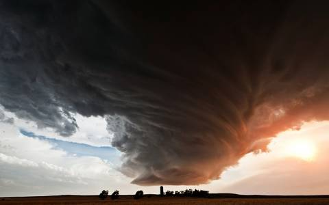 Αστραπές, τυφώνες και ανεμοστρόβιλοι σε μοναδικές φωτογραφίες (Photos)