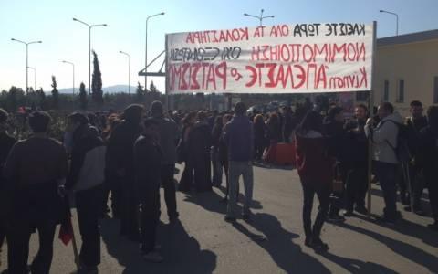 Ένταση με τα ΜΑΤ στην Αμυγδαλέζα (photos)