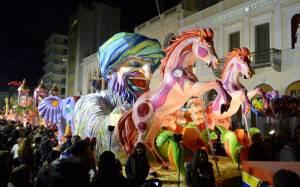 Η πρώτη «παρέλαση» των αρμάτων στην Πάτρα (Photos)