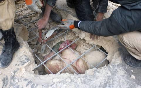 Θάφτηκε ζωντανή στα συντρίμμια του σπιτιού της (pics)
