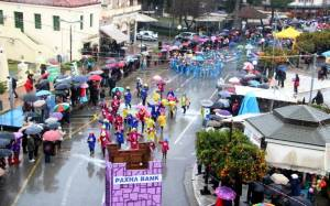 Υπό βροχή πραγματοποιήθηκαν οι καρναβαλικές εκδηλώσεις στην Πελοπόννησο