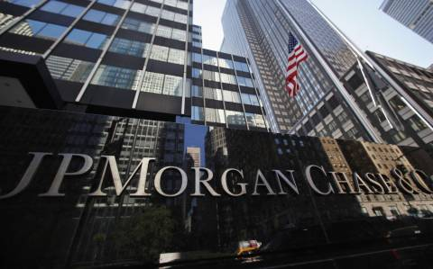JP Morgan (Reuters): Oι εκροές καταθέσεων στα 3 δισ. ευρώ