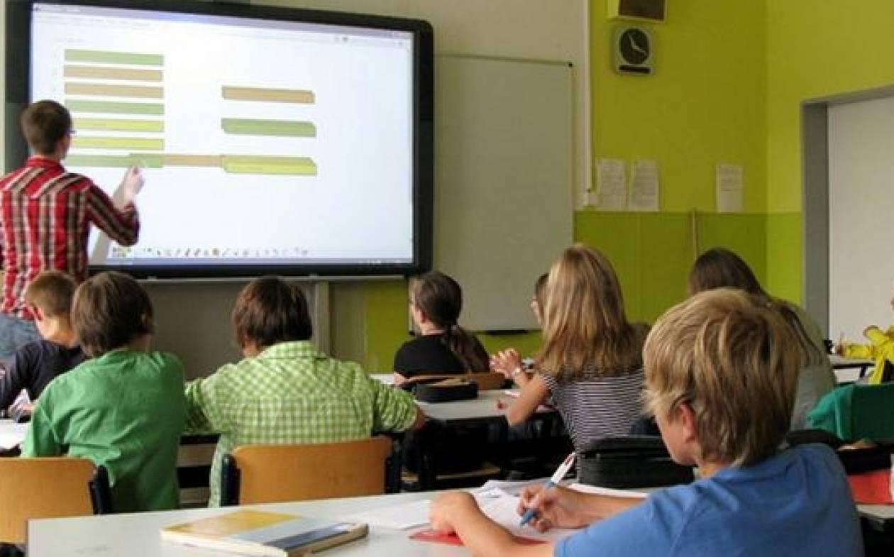 Spiegel: Εκπαιδευτικοί ελληνόφωνων σχολείων στη Βαυαρία κατά περικοπών