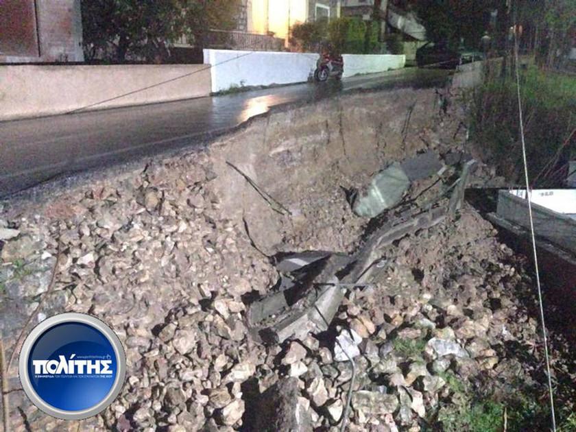 Χίος: Κατέρρευσε δρόμος στο Βροντάδο (video&photos)