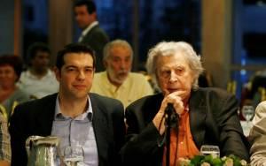 Σε εξέλιξη η συνάντηση του Αλ. Τσίπρα με τον Μ. Θεοδωράκη