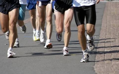 Σταμάτησες να τρέχεις γιατί πονάνε τα γόνατά σου; Υπάρχει λύση!