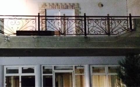 Ζεφύρι: Το σπίτι από το οποίο επιτέθηκαν οι Ρομά στον αστυνομικό (photos)