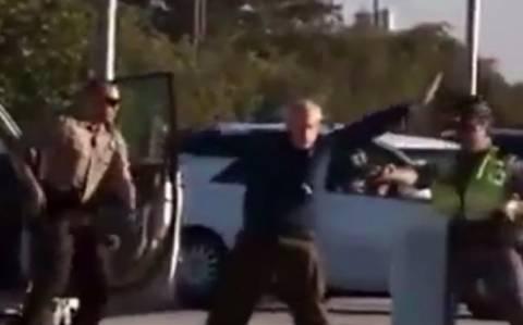 Βίντεο σοκ: Αστυνομικοί ακινητοποιούν χωρίς λόγο ηλικιωμένο με τέιζερ!
