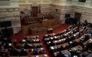 Ο Α. Τσίπρας ενημερώνει την κοινοβουλευτική ομάδα του ΣΥΡΙΖΑ για τη συμφωνία