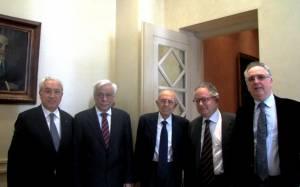 Ο νέος ΠτΔ με τους συμφοιτητές του Σπύρο Φλογαΐτη και Νίκο Αλιβιζάτο