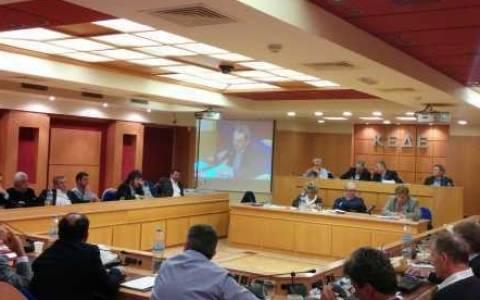 Δήμαρχοι για Καραμέρο: Γίνεται «βαρίδι» για την Δούρου