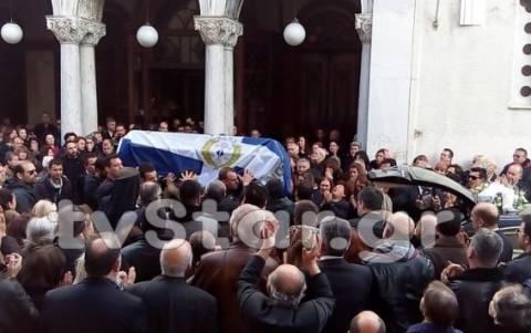 Θρήνος στην κηδεία του 47χρονου Αρχιφύλακα (photos)