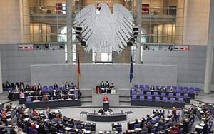 Μετρούν δυνάμεις τα γερμανικά κόμματα ενόψει της ψηφοφορίας για το ελληνικό ζήτημα