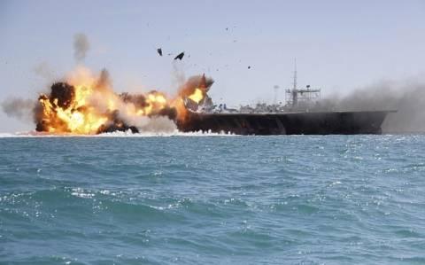 Ιράν: Θεαματική «επίθεση» με... νόημα σε «αμερικανικό αεροπλανοφόρο» (video+pics)