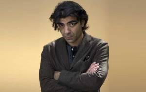 Φατίχ Ακίν: «Τη δημοκρατία πρέπει κανείς να την υπερασπίζεται καθημερινά»