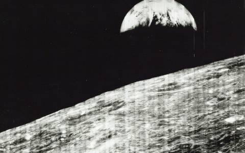 700 φωτογραφίες της NASA στο «σφυρί» (photos)
