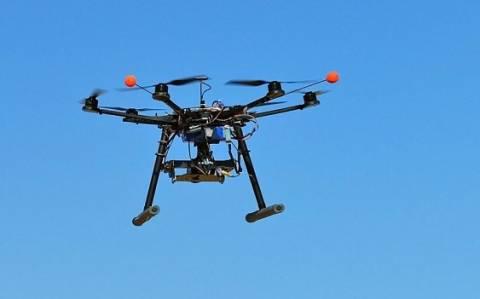 Ελεύθεροι οι τρεις δημοσιογράφοι που πέταξαν drone πάνω από το Παρίσι