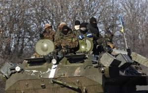 Ουκρανία: Αποσύρονται τα βαρέα όπλα