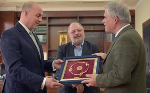 ΥΦΕΘΑ: Συνάντηση με τον πρεσβευτή της Τουρκίας λίγο πριν τις εναέριες παραβιάσεις