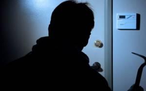 Πατέρας και γιοι κατηγορούνται ότι διέρρηξαν εξοχικές κατοικίες