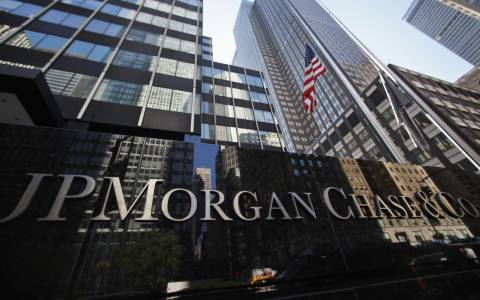 JP Morgan: Δεδομένο το τρίτο δάνειο για την Ελλάδα
