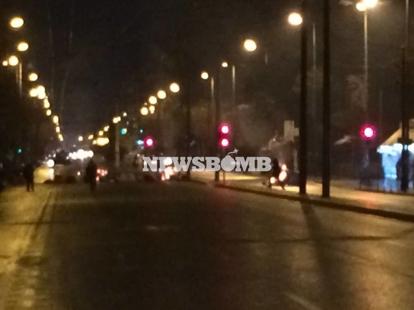 Σοβαρά επεισόδια και φωτιές στο κέντρο της Αθήνας από αντιεξουσιαστές